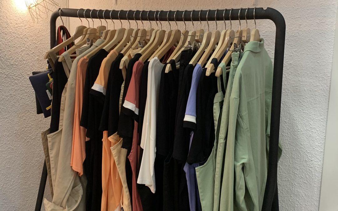 La positiva: moda respetuosa llena de colorido y muy buen rollo.